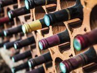 Bilde av vinflasker