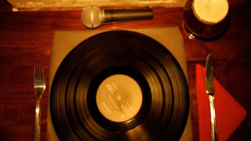Bilde av en vinylplate som spisefat
