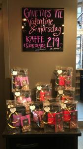 Bilde av gaveposer med kaffe og sjokolade fra Solberg & Hansen