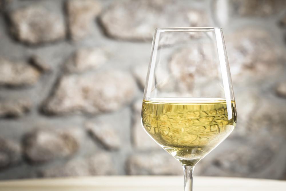 Et glass hvitvin